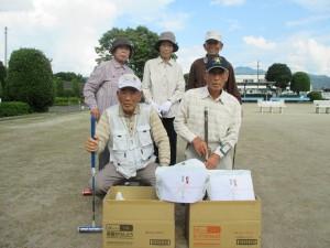 ゲートボール大会で優勝した東小串チーム